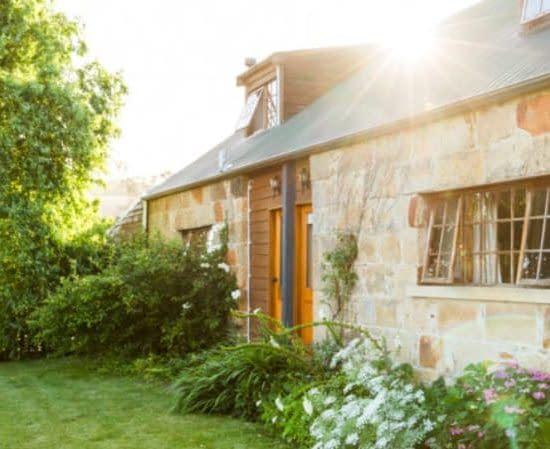 daisy bank cottage accommodation richmond tasmania