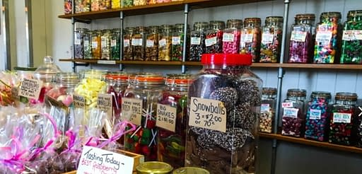sweets and treats lolly shop in richmond tasmania